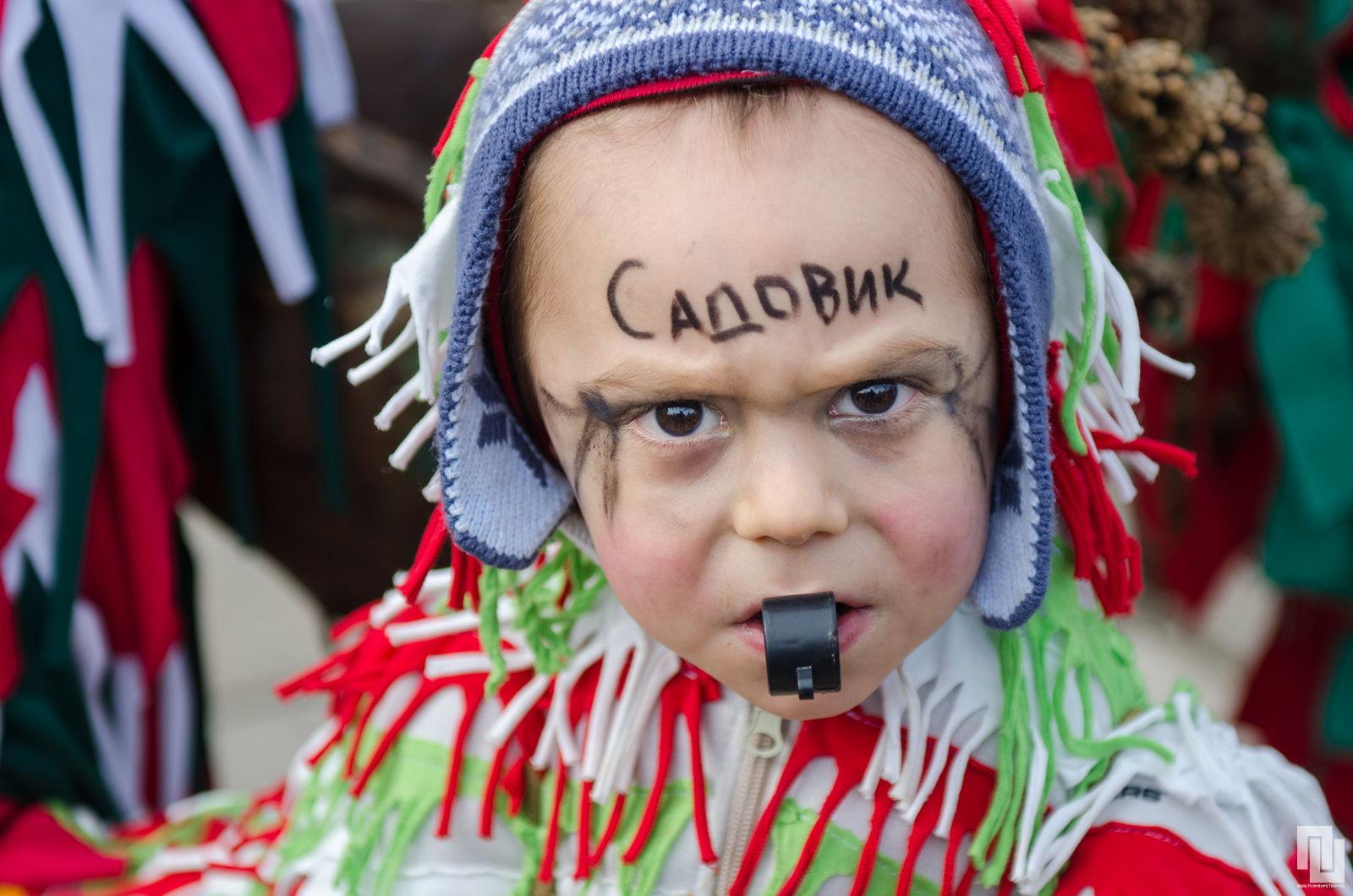 деца кукери на фестивала сурва