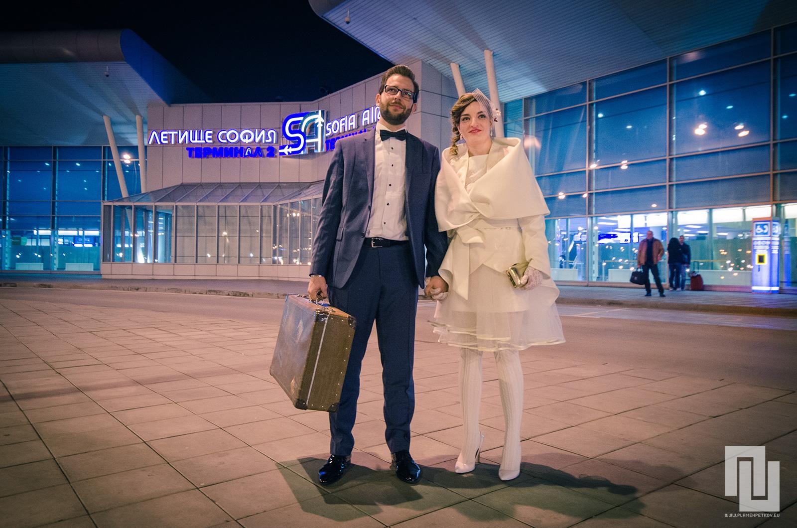 Младоженци отиващи на Сватбено пътешествие