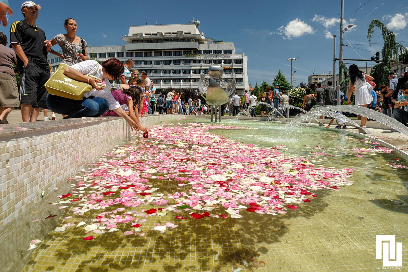 Шадравана на площада в Казанлък