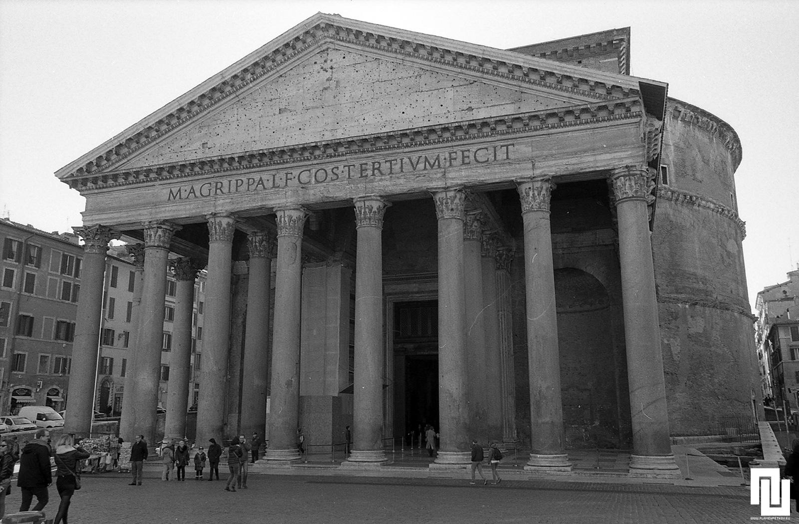 Фасадата на Пантеона