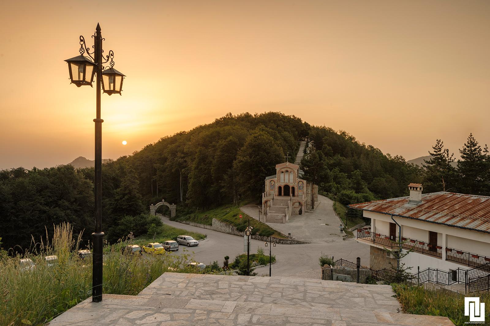 Изгрев над Кръстова Гора