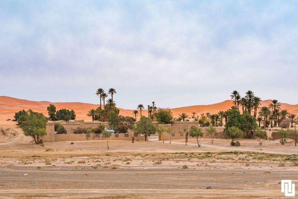 Хотел в Мерзука на фона на сахарските дюни, Марооко